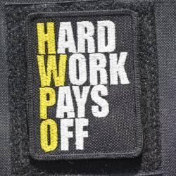Nášivka Hard work pays off HWPO žlutá - střední